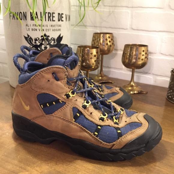 Vintage Nike Air ACG Trail Hiking Boots Womens 9.5.  M 5aab71058df47052b3954ec7 4e20c9ed78
